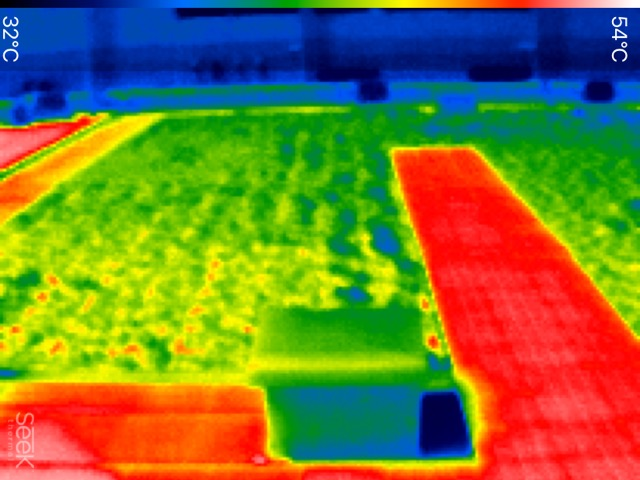 植物周囲は温度が低く、室内の温度効果も期待できます。