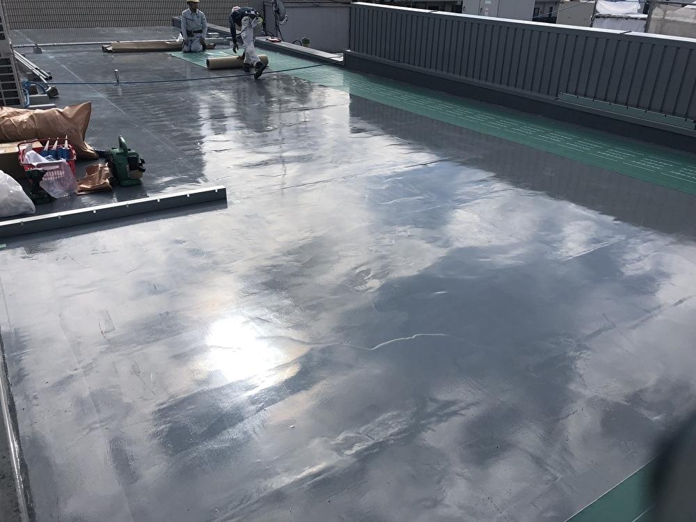 屋根の仕様により、防根シートを敷設致します。